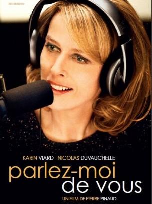 Mélina est une célèbre animatrice de radio qui tente de résoudre à l'antenne les problèmes affectifs des auditeurs avec humour et sans tabou. Souhaitant garder l'anonymat, elle vit avec son chien et s'enferme dans la solitude.  Une récente démarche lui permet de partir à la recherche de sa mère qui l'a abandonnée à sa naissance.  Film français de Pierre Pinaud, sorti en France le 11 janvier 2012, avec Karin Viard, Nicolas Duvauchelle, et Patrick Fierry.  LIRE LA CRITIQUE