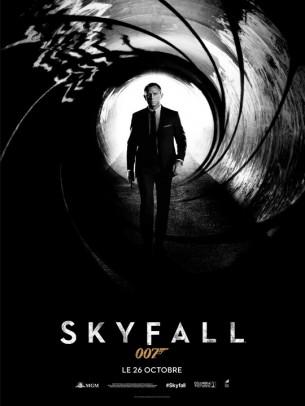 Lorsque la dernière mission de Bond tourne mal, plusieurs agents infiltrés se retrouvent exposés du fait d'un fichier égaré.   Ces événements ébranlent l'autorité de M à qui il ne reste qu'un seul allié de confiance vers qui se tourner : James Bond. Plus que jamais, 007 va devoir agir dans l'ombre.  Film américain de Sam Mendes, sorti en France le26/10/2012 avec Daniel Craig, Judi Dench, Javier Bardem, Ralph Fiennes et Naomie Harris.  LIRE LA CRITIQUE