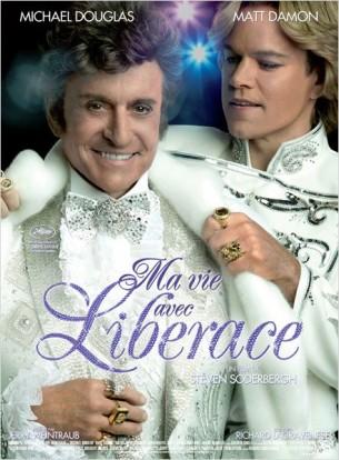 Liberace, pianiste virtuose américain des années 70 et 80, est un artiste exubérant, une bête de scène et des plateaux télévisés.  Il affectionne la démesure et cultive l'excès, sur scène et hors scène. Un jour de l'été 1977, le bel et jeune Scott Thorson pénétre dans sa loge et, malgré la différence d'âge et de milieu social, les deux hommes entamèrent une liaison secrète qui allait durer cinq ans.  Film américain de Steven Soderbergh, sorti en France le 18 septembre 2013, avec Michael Douglas, Matt Damon, Dan Aykroyd et Scott Bakula.  LIRE LA CRITIQUE