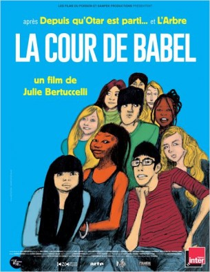 Les conflits et les joies d'un groupe de collégiens âgés de 11 à 15 ans, réunis dans une même classe d'accueil pour apprendre le français à Paris.  Dans ce petit théâtre du monde s'expriment l'innocence, l'énergie et les contradictions de ces adolescents qui, animés par le même désir de changer de vie, remettent en cause beaucoup d'idées reçues sur la jeunesse et l'intégration et nous font espérer en l'avenir...  Film français de Julie Bertuccelli, sorti en France le 12 mars 2014, avec les élèves d'une classe de jeunes étrangers venus vivre et étudier en France.  LIRE LA CRITIQUE