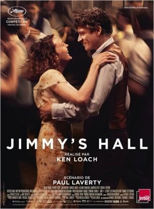 """Après un exil de 10 ans aux États-Unis, Jimmy Gralton rentre au pays, l'Irlande pour aider sa mère à s'occuper de la ferme familiale.  Jimmy, malgré sa réticence, décide de rouvrir le """"Hall"""", un foyer ouvert à tous où l'on se retrouve pour danser, étudier, ou discuter.  À nouveau, le succès est immédiat. Mais l'influence grandissante de Jimmy et ses idées progressistes ne sont toujours pas du goût de tout le monde au village.  Les tensions refont surface.  Film franco-britannique de Ken Loach, sorti en France le 2 juillet 2014, avec Barry Ward, Simone Kirby, Andrew Scott  et Jim Norton.  LIRE LA CRITIQUE"""
