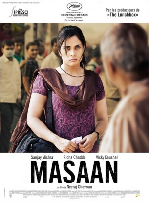 A Bénares, Deepak, un jeune homme issu des quartiers pauvres, tombe éperdument amoureux d'une jeune fille qui n'est pas de la même caste que lui.  Devi, une étudiante à la dérive, vit torturée par un sentiment de culpabilité suite à la disparition de son premier amant.  Pathak, père de Devi, victime de la corruption policière, perd son sens moral pour de l'argent, et Jhonta, un jeune garçon, cherche une famille.  Film franco-indien de Neeraj Ghaywan, sorti en France le 24 juin 2015, avec Richa Chadda, Vicky Kaushal, Sanjay Mishra et Shweta Tripathi.  LIRE LA CRITIQUE