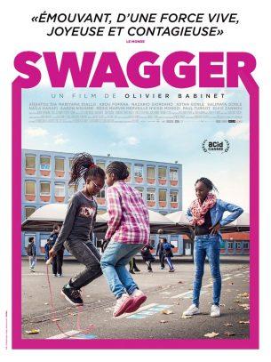 Swagger nous transporte dans la tête de onze enfants et adolescents aux personnalités surprenantes, qui grandissent au coeur des cités les plus défavorisées de France.  Le film nous montre le monde à travers leurs regards singuliers et inattendus, leurs réflexions drôles et percutantes. En déployant une mosaïque de rencontres et en mélangeant les genres, jusqu'à la comédie musicale et la science-fiction, Swagger donne vie aux propos et aux fantasmes de ces enfants d'Aulnay et de Sevran.  Film français de Olivier Babinet, sortie en France le 16 novembre 2016, avec Aïssatou Dia, Mariyama Diallo, Abou Fofana et Nazario Giordano.  LIRE LA CRITIQUE